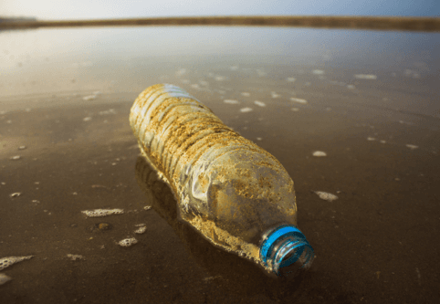 Rapport d'étude sur les initiatives visant à combattre la pollution plastique des océans;